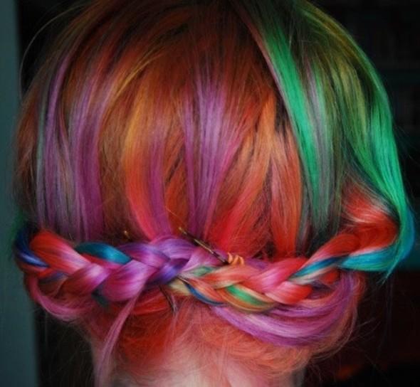 capelli-raccolti-arcobaleno